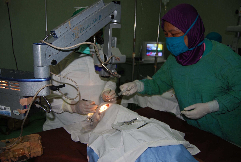73 Pasien Ikuti Operasi Katarak Gratis